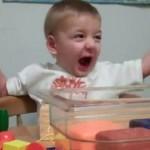 Pogledajte reakciju gluhog dječaka koji je prvi put čuo majčin glas! VIDEO